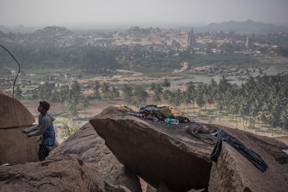Hampi - Rock climbing